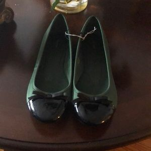 ❤️Nwot Forest green & black patent Leather flats!